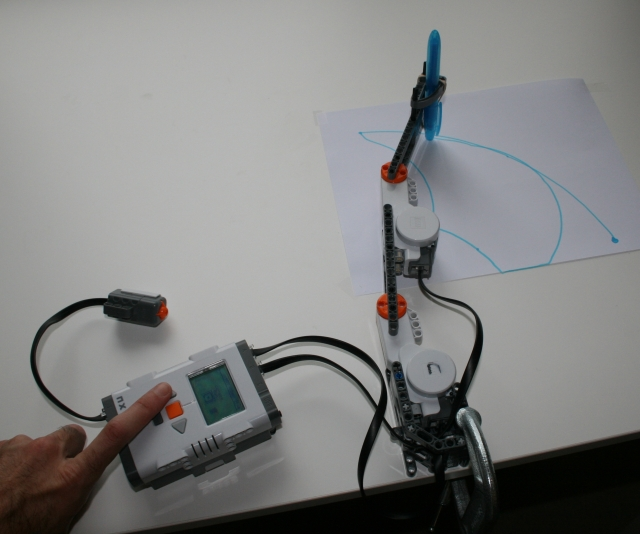 NXT RR-Robot Controlled in Articular Space